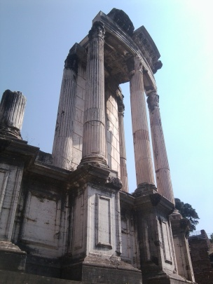 Temple_of_Vesta_19_05_2011